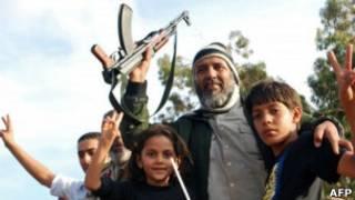 Líbios em Benghazi (AFP)