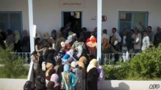 Eleitores fazem fila na Tunísia