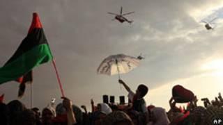 Líbios celebram queda de regime/AP
