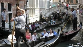 Turistas em Veneza Foto: Reuters