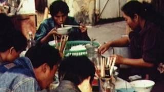 Ăn uống trên đường phố ở Việt Nam