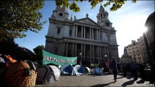 圣保罗大教堂门外的示威者