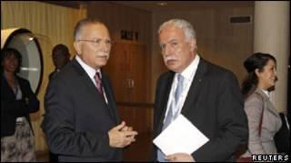 Umushikiranganji wa Palestine ajejwe imigenderanire, Riyad al-Malik i(iburyo) ariko araganira mu nama ya UNESCO