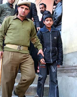 کشمیر میں بچوں کے لیے انوکھا قانون