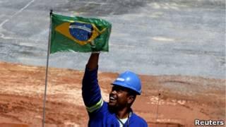 Obrero brasileño sonriente