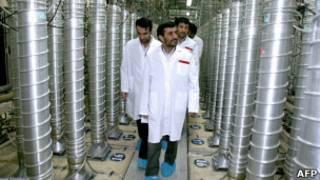 Президент Махмуд Ахмадинежад на иранском заводе по обогащению урана