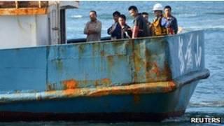 Các ngư dân trên chiếc thuyền bị bắt