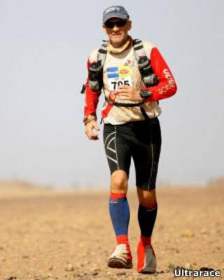 Rory Coleman durante a disputa da Marathin des Sables, no deserto do Saara