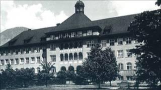 Психиатрическая больница в Хале