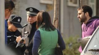 中国警察盘问记者