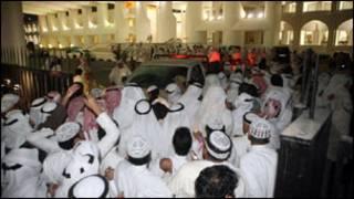 متظاهرون كويتيون
