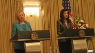 Bà Clinton và Thủ tướng Yingluck trong cuộc họp báo tại Bangkok