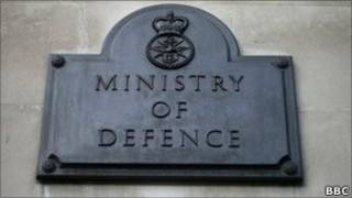 Вывеска британского министерства обороны