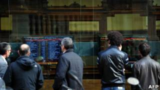 مؤشرات اقتصادية في بنك بمدينة ميلانو الإيطالية