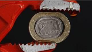 Евро в тисках