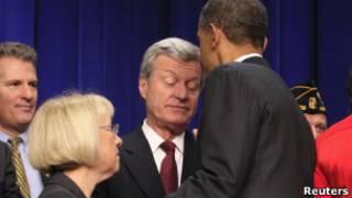 Obama conversa com membros da 'supercomissão' bipartidária, nesta segunda-feira (Reuters)