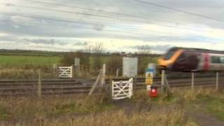 Rebecca teve braço arrancado em cruzamento da linha de trens em Killingworth (BBC)