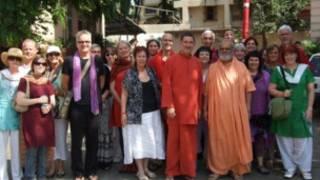 Grupo de sobreviventes que prega o perdão