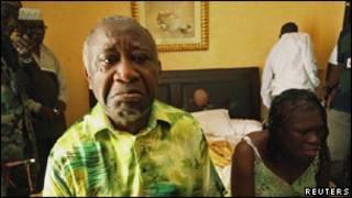 Laurent Gbagbo n'umugore wiwe Simone aho bafatwa mu kwezi kwa kane