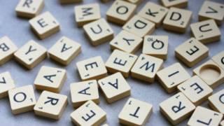 Peças de jogo com letras do alfabeto