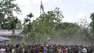 Bendera Bintang Kejora dikibarkan di Timika, 1 Desember 2011.