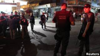 PM patrulha entrada da favela da Rocinha (Reuters)