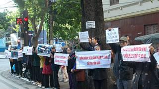 Giáo dân Thái Hà phản đối việc cải tạo tu viện