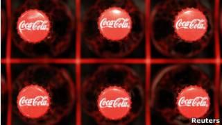 Бутылки с кока-колой