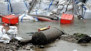 تصویری از بمب در گل و لای رودخانه