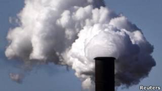 Chaminé de usina termoelétrica (Reuters)