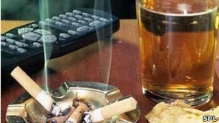 Cigarrillo, alcohol, control de TV