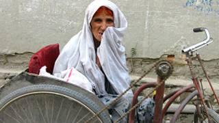 अफ़ग़ानिस्तान में एक वृद्ध महिला