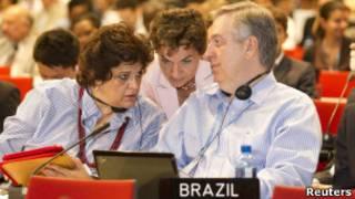 Figueiredo e a ministra do Meio Ambiente, Izabella Teixeira, conversam com a secretária-executiva da COP-17, Christiane Figueres