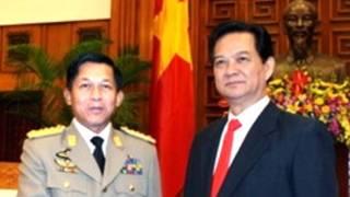 Thủ tướng Nguyễn Tấn Dũng và Đại tướng Min Aung Hlaing tại Hà Nội