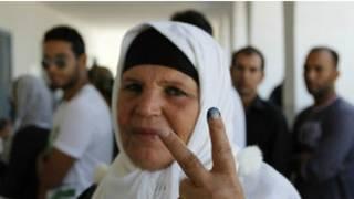 والدة البوعزيزي