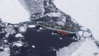 """Зажатая в антарктических льдах """"Спарта"""""""