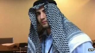 """عکسی که تلویزیون دولتی ایران همراه با """"اعترافات"""" امیر میرزاحکمتی از او پخش کرد"""