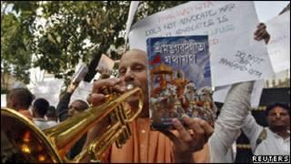 """Протесты в Индии против запрета """"Бхагавад-гиты"""""""