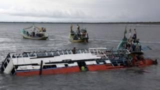 بنگلہ دیش کی ندیوں میں کشتیاں