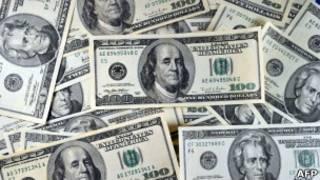 Долларовые банкноты