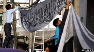 在與省工作達成初步協議後,烏坎村民拆除了抗議橫幅(21/12/2011)