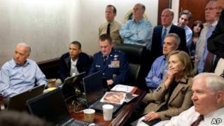 El presidente Obama y su equipo observan el operativo contra Bin Laden