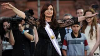Cristina Kirchner ao receber a faixa presidencial e o início de seu segundo mandato, em dezembro de 2011 (AFP)