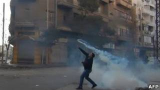 протестующий в Хомсе