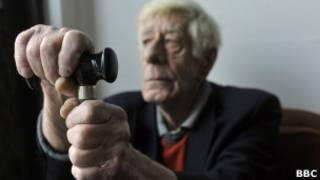 Mất trí tuổi già là một trong số các bệnh thường gặp ở người già