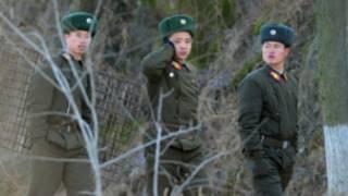 Lính biên phòng Bắc Hàn bên bờ sông Áp Lục