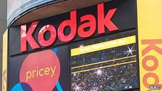 Логотип компании Kodak на вывеске