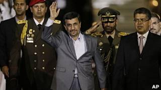 Ahmadineyad tras aterrizar.