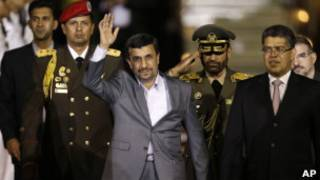 Ahmadinejad chega à Venezuela na noite de domingo (AP)