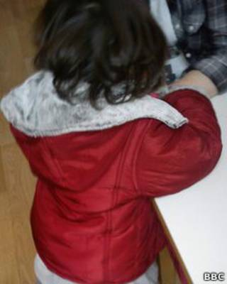 Девочка Наташа в приюте